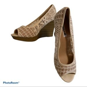 AE American Eagle Lace Wedge Heels Size 8